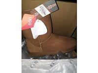 Genuine Ladies Ugg Boots Size 7 BNWT