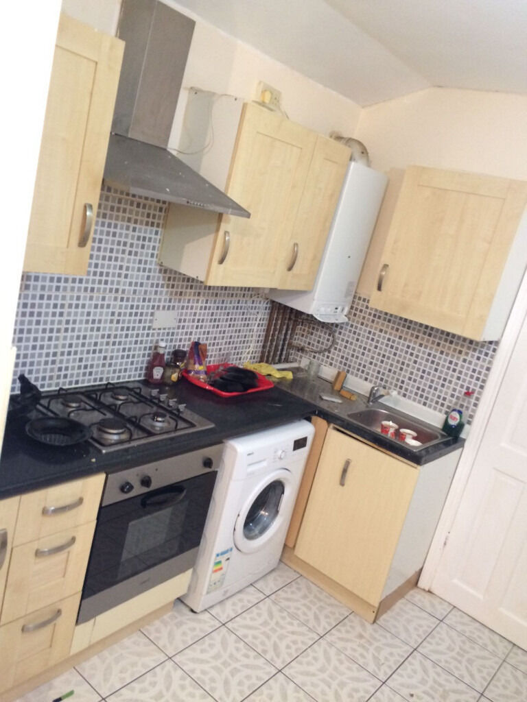 Ensuite Room to let in Seven kings Couple welcome