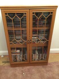 Storage unit with doors
