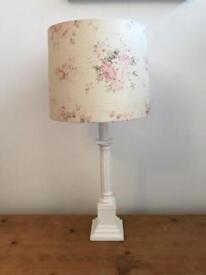 Pretty lamp and lamp base