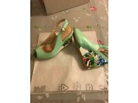 Shoes fast new!