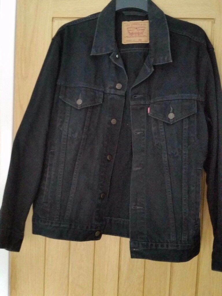 Mens Levi jacket large and black excellent condition