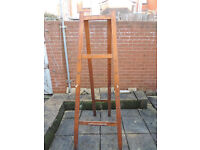 Full size Artist's easel Solid Wood Approx 6 feet high (1.83 metres)