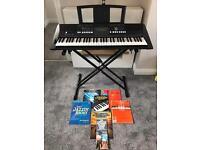YAMAHA PSR-E423 electric keyboard / stand / books *GOOD Condition*
