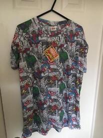 Marvel superhero t shirt - large - still new