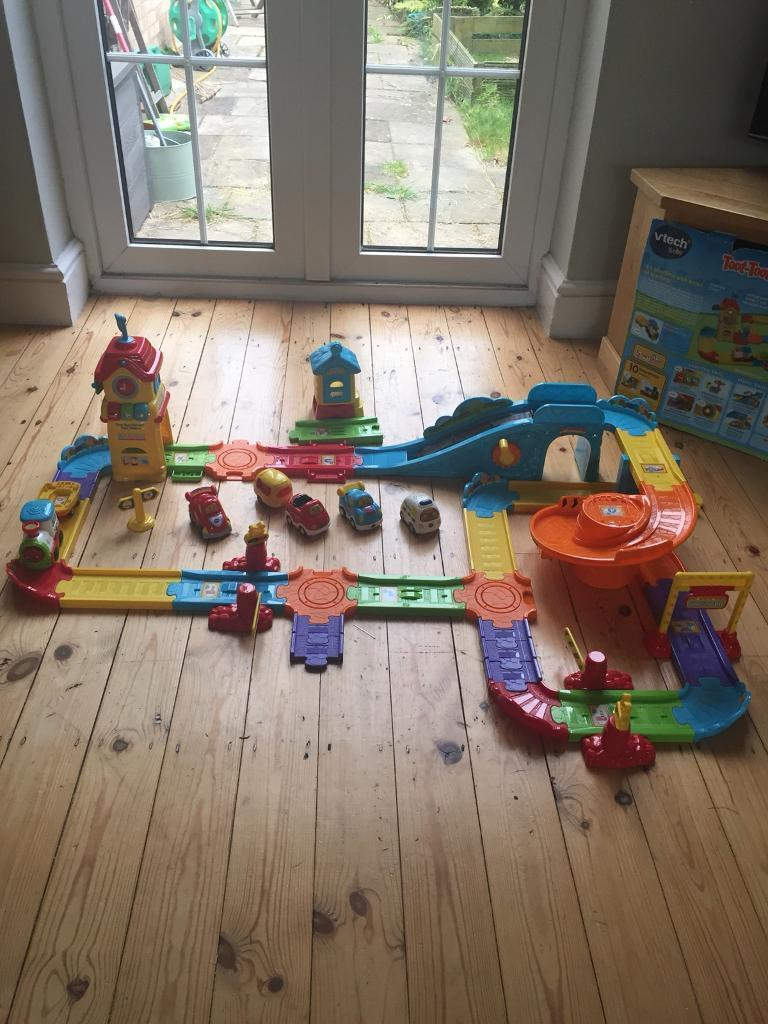 Toot Toot Drivers train and car bundle