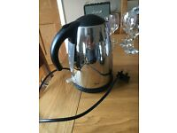 SILVER/ STAINLESS STEEL & BLACK KETTLE
