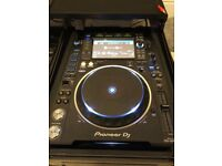 2x Pioneer CDJ2000 NXS2 and Pioneer DJM850k complete with tough case and all original packaging