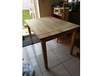 Dining table seats 4-6 - FREE.