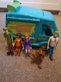 SCOOBY DOO mystery machine and gang