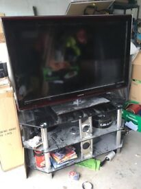 46 inch Samsung tv with speakers. Quick sale