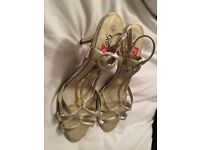 Ladies gold heels shoes heels size 6 brand new perfect for Christmas party!