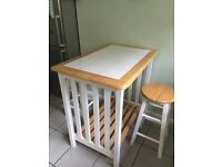 Kitchen Breakfast Table with 2 stools