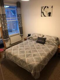 Double room to rent in 2 bedroom flat