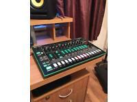 Roland TR-8 / Drum machine