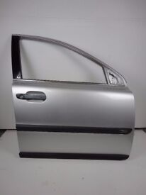 VOLVO XC90 02-06 Front Right Driver O/S Door In Silver 426-26 Ref 88038