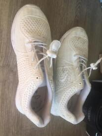 Clark's Air white kids trainers size 1. 1/2 G