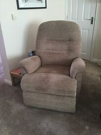 Recliner chair - manual operation, in great condition.