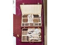 95-piece cutlery set in wooden presentation box