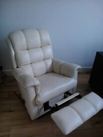LayZboy Recliner Chair - Cream Leather. Excellent condition.