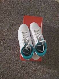White nike trainers size 4