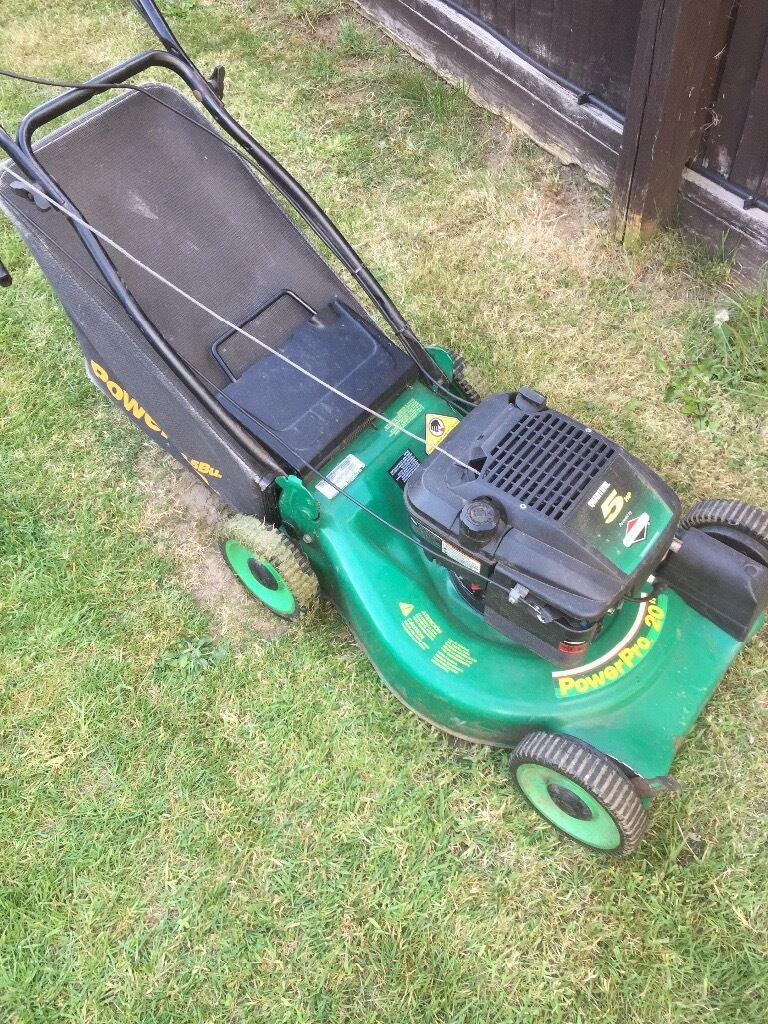 """Briggs and Stratton PowerPro 20"""" Petrol Lawnmowerin Winnersh, BerkshireGumtree - 20"""" Briggs and Stratton Petrol lawnmower in good working order, complete with grass box. Just been serviced! Collection from Winnersh Grab a bargain!"""