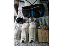 Full cricket set (3 bats and protective equipment)