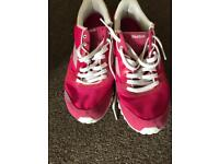 Pink rebook running trainers