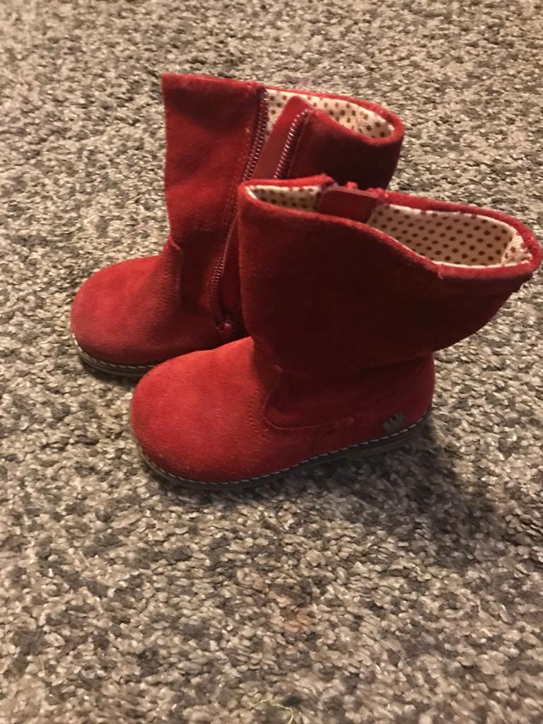 Girl's boots size 5