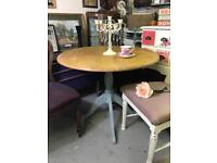 Round single pedestal dining table, solid pine / solid wood compact size