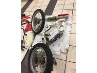 HONDA CR 250 CARB WHEELS PLASTICS ROLLING CHASIS FRAME NO ENGINE FORKS SPARES REPAIR PROJECT PARTS