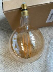 Giant antique globe bulb. Warm white 8w E27
