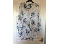 M&S Ladies Shirt Blouse in Blue and white pattern size 20