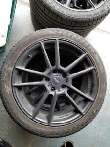 4 Mags Audi 18 po avec pneus Été Presque Neuf