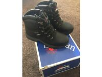 Black size 6 steel toe cap safety boots worn once