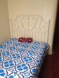 Medium to small room to rent with a double bed and very clean leaving space