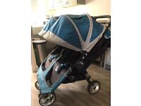 Twin baby stroller by baby jogger