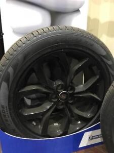Land Rover Brand New original rims with new Pirelli tites 235/55r19