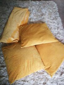 Cushions & throw