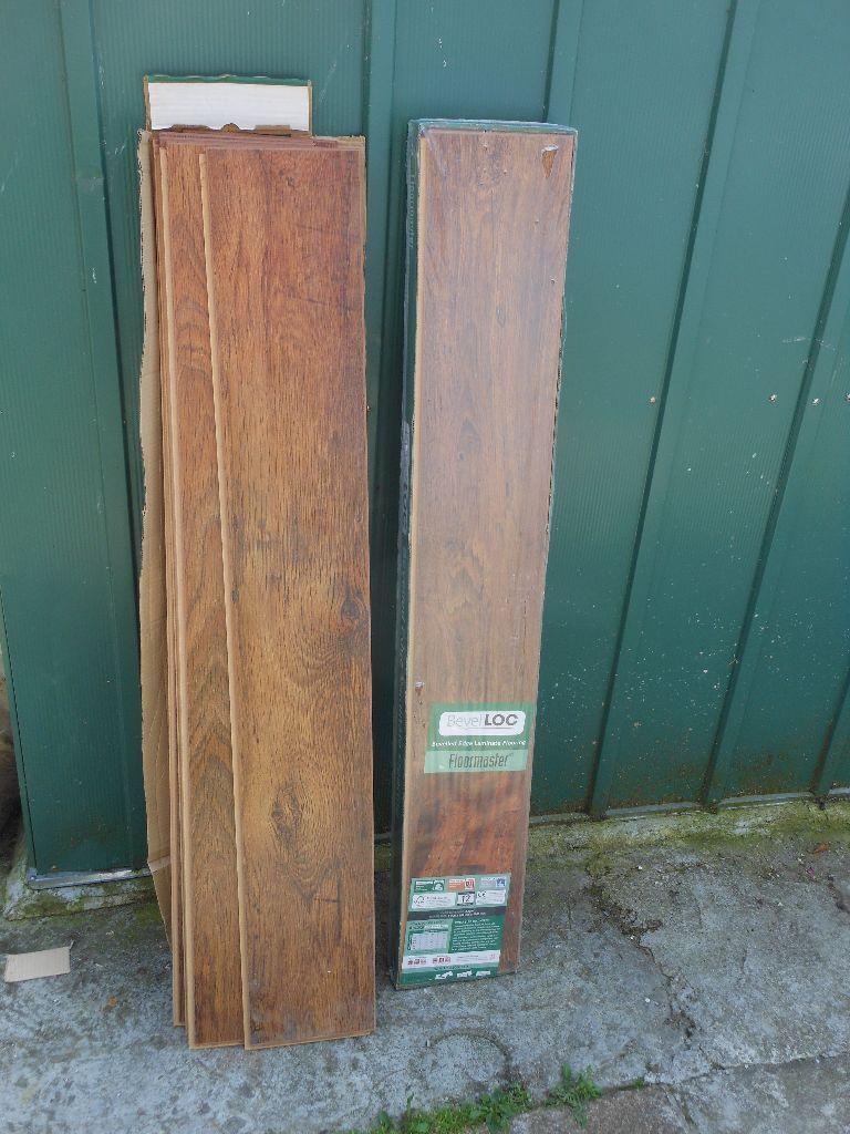 Floormaster Oak Effect Bevel Loc Bevelled Edge Laminate Flooring Pack Of 9 2 22m2