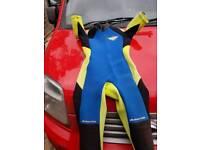 Short sleeved wet suit