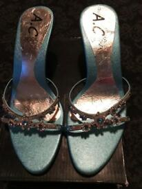 Ladies size 5 sandals