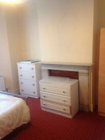 SPACIOUS ACCOMODATION IN LEYTONSTONE - AVAILABLE ASAP