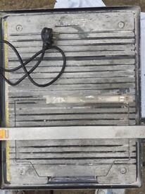 Tile cutter - Plasplugs 750W 230V max wheel diameter 180mm