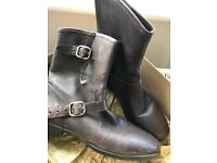 WOMENS SIZE 7.5 UK FRANCES UGG BOOTS - BROWN