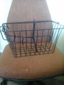 Black shopping basket for bike