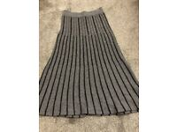 LOVELY GREY AND BLACK SKIRT IN EXCELLENT CONDITION