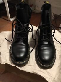 Hardly worn Dr martins black boots size 5