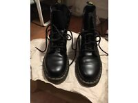 Hardly worn Dr martins black boots size 5