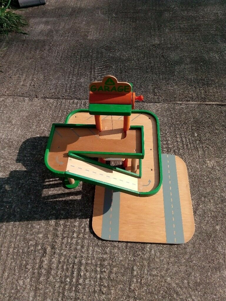 EARLY LEARNING CENTRE WOODEN TOY GARAGE USED